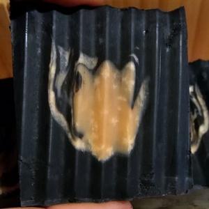 AKCIÓS fekete-rózsaszín arcmosó szappan SZÉPSÉGHIBÁS, Táska, Divat & Szépség, Szépség(ápolás), Krém, szappan, dezodor, Növényi alapanyagú szappan, Natúrszappan, Kozmetikum, Szappankészítés, Magas olívaolajtartalmú szappan növényi szénporral és rózsaszín agyaggal. Pálmaolajmentes, vegán, ké..., Meska