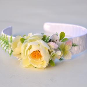 Virágos hajpánt - kislány / koszorúslány fejdísz - KÉSZTERMÉK, Gyerek & játék, Esküvő, Baba-mama kellék, Mindenmás, Virágkötés, Koszorúslánykáknak, fotózáshoz, vagy csak egy vidám tavaszi hétköznapra :)\n\nSzemélyes átvétel lehets..., Meska