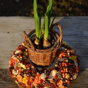 Színpompás természet - nyári, virágos, természetes asztaldísz - KÉSZTERMÉK, Otthon & lakás, Lakberendezés, Dekoráció, Dísz, Mindenmás, Virágkötés, Tarka termésekkel, természetes kis virágokkal díszítettem egy szalmakoszorút, közepére pedig egy fas..., Meska