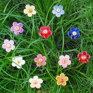 Szamóca virág (11db), Otthon & Lakás, Dekoráció, Dísztárgy, Kerámia, Szamóca virága fehér  ritkább esetben piros vagy halvány sárga, de mi a természetnek ellentmondva 12..., Meska