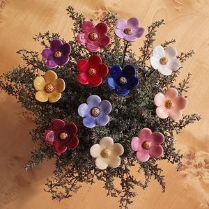 Réti boglárka (9 db), Otthon & Lakás, Dekoráció, Dísztárgy, Kerámia, Réti boglárka az egyik legszeretetreméltóbb erdők, mezők sűrűjéből kiemelkedő kis virág.\n12 színben ..., Meska