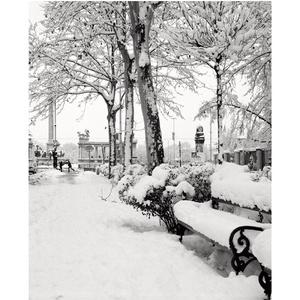 Az Andrássy út hóesésben, a Hősök terénél, Budapest, 1995., Művészet, Művészi nyomat, Fotó, grafika, rajz, illusztráció, A4 méretű digitális nyomat, készletről megvásárolható.\nA küldeményt az átutalás megérkezése után 1 m..., Meska