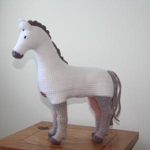 Ló, Ló, Plüssállat & Játékfigura, Játék & Gyerek, Horgolás, Zizidora minta alapján készült lovacska.  Anyaga: kézimunkafonal, polyester töltet, biztonsági szeme..., Meska
