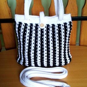 Horgolt női táska fekete-fehér színben - Meska.hu