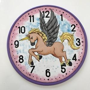 Falióra gyerekszobába Lovas , Falióra & óra, Dekoráció, Otthon & Lakás, Festett tárgyak, Falióra gyerekszobába\n\nMinden gyerkőc biztos örülne egy ilyen egyedi lovas órának.\nKézzel festett 30..., Meska