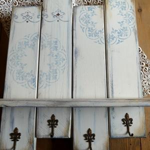 Kék mandalás vintage polcos akasztó, Otthon & lakás, Dekoráció, Lakberendezés, Bútor, Festett tárgyak, Újrahasznosított alapanyagból készült termékek, 4 szélesebb falécből álló, környezetbarát krémszínű krétafestékkel alapozott, a kék különböző árnyal..., Meska