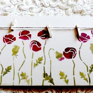 Pipacsos üzenőtábla vintage stílusban, Falra akasztható dekor, Dekoráció, Otthon & Lakás, Festett tárgyak, Újrahasznosított alapanyagból készült termékek, A vidám színárnyalatú üzenőtábla környezetbarát krémszínű krétafestékkel festett rétegelt lemezből k..., Meska