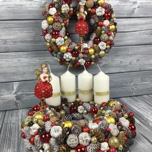 """Pirosruhás angyal szett : adventi koszor + ajtódísz, Karácsony, Karácsonyi dekoráció, Otthon & lakás, Lakberendezés, Ajtódísz, kopogtató, Koszorú, Mindenmás, Virágkötés, \""""A tündérek apró fényekkel jelezhetik, hogy épp a közeledben tartózkodnak, melyek csak pillanatokra ..., Meska"""