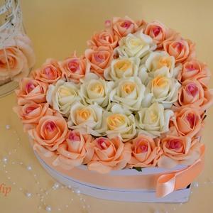 Nagy pazar szív virágbox, Esküvő, Meghívó, ültetőkártya, köszönőajándék, Szerelmeseknek, Ünnepi dekoráció, Dekoráció, Otthon & lakás, Lakberendezés, Virágkötés, Szív formájú nagy méretű virágbox, több szál színátmenetes barack és ekrű habrózsából készült, színb..., Meska