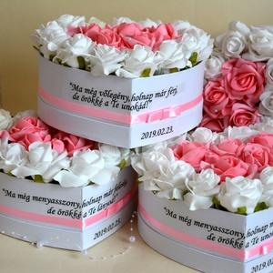 Szöveges virágbox 2 db-os garnitúra, Köszönőajándék, Emlék & Ajándék, Esküvő, Virágkötés, Csodás egyedi örök szív virágbox. Egyedi szövegezéssel is kérhető. A garnitúra 2db-ra érvényes.\nTová..., Meska