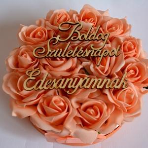Örök virágbox, Csokor & Virágdísz, Dekoráció, Otthon & Lakás, Virágkötés, A romantikus kerek kézműves  virágboxot, élethű,örök  barack  habrózsákkal raktam körbe. A virágboxo..., Meska