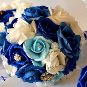 Kék varázslat ékszer- csokor, Esküvő, Esküvői csokor, Virágkötés, A tengervíz színei ihlették a királykék, világoskék, vízkék,hófehér habrózsákból készült örök ékszer..., Meska