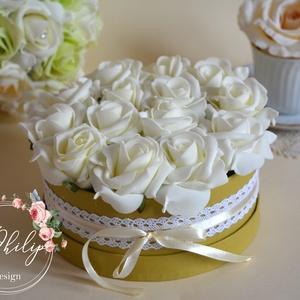 Vintage virágbox, Esküvő, Meghívó, ültetőkártya, köszönőajándék, Lakberendezés, Otthon & lakás, Asztaldísz, Virágkötés, A romantikus kerek kézműves virágboxot, élethű,örök ekrű habrózsákkal raktam körbe. A virágboxot vin..., Meska