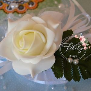 Romantikus csuklódísz, Esküvő, Esküvői csokor, Hajdísz, ruhadísz, Egyéb, Virágkötés, Fehér csuklódisz,tépőzárral állítható a csukló körméretéhez igazítva. Más színben is kérhető...., Meska