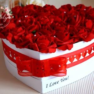 I Love You! szívbox, Szerelmeseknek, Ünnepi dekoráció, Dekoráció, Otthon & lakás, Lakberendezés, Asztaldísz, Férfiaknak, Virágkötés, Decoupage, transzfer és szalvétatechnika, Egyedi szöveggel kérhető csodás élethű örök habrózsából készült virágbox. Más szöveggel és más színű..., Meska
