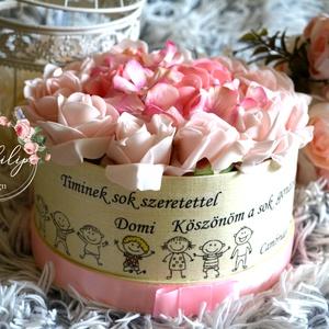 Szöveges ajándék virágbox, Dekoráció, Otthon & lakás, Ünnepi dekoráció, Ballagás, Lakberendezés, Decoupage, transzfer és szalvétatechnika, Virágkötés, Óvónénik,tannénik kedvelt ajándéka a névre szóló egyedi virágbox.  Egyedi szövegezéssel is kérhető. ..., Meska
