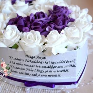 Drága Anya szív box, Esküvő, Meghívó, ültetőkártya, köszönőajándék, Otthon & lakás, Dekoráció, Virágkötés, Gyönyörűséges Szív formájú szívből jövő üzenetes virágbox, több szál élethű habrózsákból készült, gy..., Meska