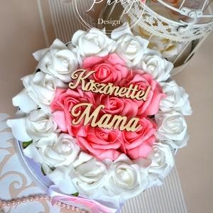Mama köszönettel virágbox, Esküvő, Esküvői csokor, Meghívó, ültetőkártya, köszönőajándék, Otthon & lakás, Decoupage, transzfer és szalvétatechnika, Virágkötés, Kerek örök fehér-pink habrózsa box.\nKörmérete kb .20 cm, magassága:12 cm.\nKérhető köszönettel Anya f..., Meska