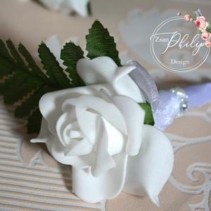 Fehér vőlegény kitűző, Kitűző, Kiegészítők, Esküvő, Virágkötés, Vőlegény,tanú habrózsa kitűző. Csuklódísz is kérhető hozzá amennyiben a tanú hölgy.\nTovábbi termékei..., Meska