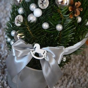 Ezüst grincs, Karácsony, Karácsonyi dekoráció, Otthon & lakás, Lakberendezés, Asztaldísz, Dekoráció, Ünnepi dekoráció, Virágkötés, Édes manó grincs fa. Sokáig szép ünnepi zöldként díszítheti otthonodat a grincs-zanót vesszőből kész..., Meska