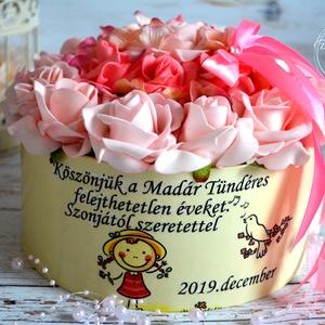 Köszönet virágbox, Otthon & lakás, Lakberendezés, Asztaldísz, Karácsony, Dekoráció, Ünnepi dekoráció, Ballagás, Decoupage, transzfer és szalvétatechnika, Virágkötés, Óvónénik,tanárnénik kedvelt ajándéka a névre szóló egyedi virágbox. Habrózsa és hortenzia fejekkel. ..., Meska