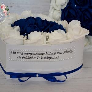 Szülőköszöntő virágbox, Szülőköszöntő ajándék, Emlék & Ajándék, Esküvő, Virágkötés, Decoupage, transzfer és szalvétatechnika, Egyedi szívhez szóló üzenetet kérhetsz a stílusos szív közepes virágboxra. Gyönyörű örök habrózsa fe..., Meska