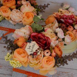 Vintage szülőköszöntő virágbox, Esküvő, Esküvői csokor, Meghívó, ültetőkártya, köszönőajándék, Otthon & lakás, Lakberendezés, Asztaldísz, Virágkötés, Fa vintage örök minőségi selyemvirágokból,élethű zöldekkel látványos virágbox,\nLádika mérete 15x15 c..., Meska