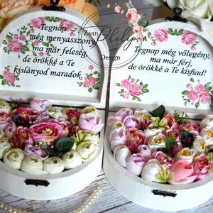 2 Szülőköszöntő vintage ládika, Esküvő, Esküvői csokor, Meghívó, ültetőkártya, köszönőajándék, Otthon & lakás, Lakberendezés, Asztaldísz, Decoupage, transzfer és szalvétatechnika, Virágkötés, Fa kis vintage mini selyemvirágos,fehérre festett, szülőköszöntő örök virágbox-ládikák.\nMás rövid üz..., Meska