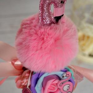 Csillogós Flamingós cBallagási csokor, Otthon & lakás, Dekoráció, Ünnepi dekoráció, Ballagás, Lakberendezés, Virágkötés, Trendi csillogós flamingó ballagási csokor. Örök virágokkal. \nÁtmérője kb:15 cm\nMagassága: 55 cm\n\n\n..., Meska
