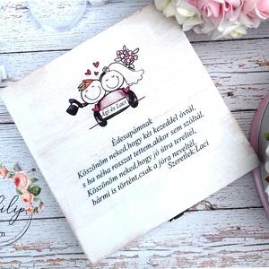 Apa szülőköszöntő doboz, Szülőköszöntő ajándék, Emlék & Ajándék, Esküvő, Decoupage, transzfer és szalvétatechnika, Famegmunkálás, Apa köszöntésére alkalmas szöveges fa dobozka.\nMérete:20x20 cm magassága 6cm, Meska