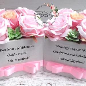 Óvódai elköszönő virágbox, Otthon & lakás, Dekoráció, Dísz, Ünnepi dekoráció, Ballagás, Lakberendezés, Asztaldísz, Virágkötés, Egyedi szöveges minőségi örök selyemvirágokka,pozsgással.\nKérhető rá név+esküvő dátuma is.\nLádika mé..., Meska