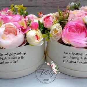 Szülőköszöntő szöveges virágbox, Esküvő, Esküvői csokor, Esküvői dekoráció, Meghívó, ültetőkártya, köszönőajándék, Decoupage, transzfer és szalvétatechnika, Virágkötés, Egyedi szöveges szülőköszöntő virágbox. Minőségi romantikus selyemvirágokból,természetes alapanyagú ..., Meska