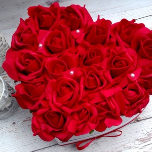 Szerelem box, Otthon & lakás, Dekoráció, Lakberendezés, Asztaldísz, Esküvő, Meghívó, ültetőkártya, köszönőajándék, Virágkötés, Örök vörös habrózsa virágbox.\nÁtmérője:22cm\nMagassága:12cm\n\nTovábbi termékeimet \nmegtekintheted:Zsan..., Meska