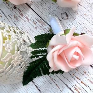 Rózsaszín vőlegény kitűző, Kitűző, Kiegészítők, Esküvő, Virágkötés, Babarózsaszín habrózsa kitűző, zöld dísszel,gyönggyel díszített, tűzhető megoldással rögzíthető. Apr..., Meska