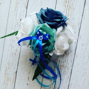 Kék dobócsokor, Esküvő, Menyasszonyi- és dobócsokor, Menyasszonyi- és dobócsokor, Virágkötés, Kék színekből áll a habrózsa kis csokor. Dobócsokor de ajánd~k csokor is lehet belölle. , Meska