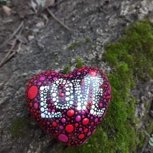 Szív mandala kő, Otthon & Lakás, Dekoráció, Kavics & Kő, Festészet, Mandala szív örök szetelem kő, szív dobozkával. Zuglóban személyesen is átvehető. Díszdobozzal. ..., Meska