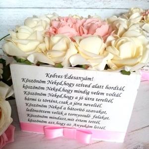 Szülőköszöntő vintage virágbox, Esküvő, Emlék & Ajándék, Szülőköszöntő ajándék, Decoupage, transzfer és szalvétatechnika, Szöveges fa virágbox. 16x16 cm vaj és törtfehér habrózsa. , Meska