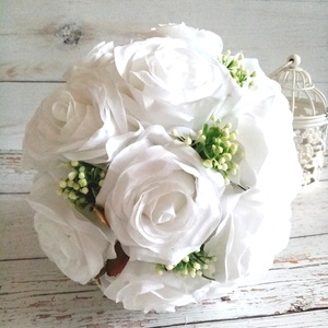 Vhite rózsa selyemcsokor, Esküvő, Menyasszonyi- és dobócsokor, Menyasszonyi- és dobócsokor, Virágkötés, Hófehér minőségi selyemcsokor, romantikus rezgóvek tüzdelve. , Meska
