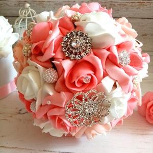 Ékszercsokor, Esküvő, Menyasszonyi- és dobócsokor, Menyasszonyi- és dobócsokor, Virágkötés, Pink, hófehér, rózsaszín habrózsákból készült a csodás ékszercsokor. Sok csillogással,ékszerdísszel...., Meska
