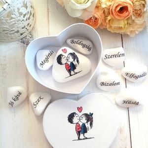 Nászajándék jó házasság alapkövei, Esküvő, Emlék & Ajándék, Nászajándék, Decoupage, transzfer és szalvétatechnika, Jó házasság alapkövei mini garnitúra. Az ifjú pár neve feljerül a minta alá. Dobozka átmérője kb. 8c..., Meska