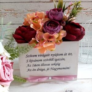 Nagymama szülinapi örök virágbox, Otthon & Lakás, Dekoráció, Asztaldísz, Decoupage, transzfer és szalvétatechnika, Virágkötés, Minőségi selyemvirágokból örök, szöveges fa virágbox., Meska