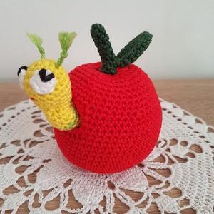 Kukac Károly, az almában lakó kukuc (ZsaZsuCi) - Meska.hu