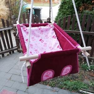 100% pamut bordó rózsaszín macis hinta, Gyerek & játék, Játék, Kerti játék, Famegmunkálás, Varrás, Erős vászonból készül ez a baba hinta, mely születéstől használható 25 kg-ig.\n\nNAGY MÉRETŰ!!! 50 cm ..., Meska