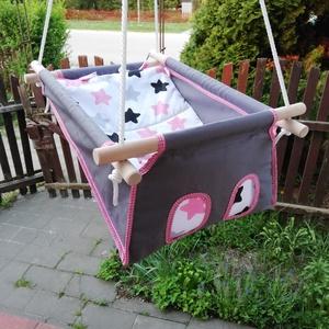 100% pamut szürke rózsaszín csillagos, Játék & Gyerek, Hinta & Kerti játék, Famegmunkálás, Varrás, Erős vászonból készül ez a baba hinta, mely születéstől használható 25 kg-ig.\n\nNAGY MÉRETŰ!!! 50 cm ..., Meska