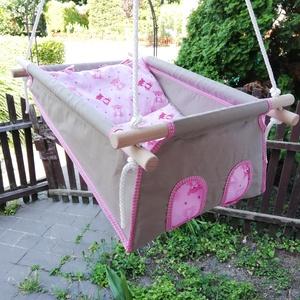 100 % pamut drapp - rózsaszín macis hinta, Gyerek & játék, Baba-mama kellék, Gyerekszoba, Varrás, Famegmunkálás, Erős vászonból készül ez a baba hinta, mely születéstől használható 25 kg-ig.\n\nNAGY MÉRETŰ!!! 50 cm ..., Meska