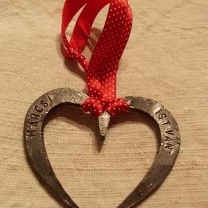kicsi szív, vasból, Dísztárgy, Dekoráció, Otthon & Lakás, Kovácsoltvas, Vasból készült kis szív. Kedves ajándék lehet szerelmednek, anyukádnak, barátnődnek, feleségednek, f..., Meska
