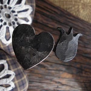 Kovácsolt szeg, díszes, Dekoráció, Otthon & lakás, Lakberendezés, Kovácsoltvas, Hagyományos kézi kovácsolással készült kovácsszegek díszített fejjel. Használhatod dekorációként vin..., Meska