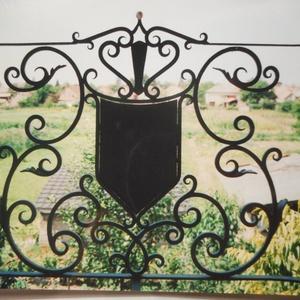Címeres korlát, Más bútor, Bútor, Otthon & Lakás, Kovácsoltvas, Saját tervezésű erkély korlát, melynek méretei: 90 cm magas, 7 m hosszú. A korlát festése, felszerel..., Meska