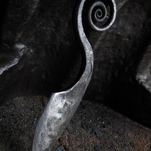 """""""Csigás"""", Férfiaknak, Hagyományőrző ajándékok, Horgászat, vadászat, Rugóacélból kovácsolt kés. A nyele csigavonal formájú, mely nagyon különlegesség teszi... Éltípus: k..., Meska"""
