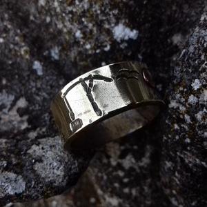 Tanya gyűrű, réz, Kerek gyűrű, Gyűrű, Ékszer, Fémmegmunkálás, Kovácsoltvas, Sárgarézből készült egyedi tervezésű és mintázatú gyűrű.\nMéretei: 10 - 12 mm széles, 1.5-2 mm vastag..., Meska